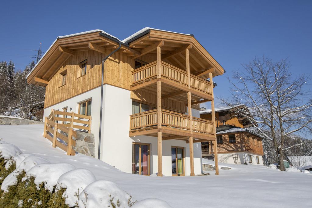 Een Winters Balkon : Chalet veenroos zillertal arena wildkogel arena neukirchen