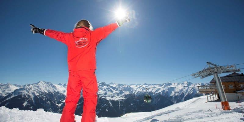 Skileraar Bramberg in de zon