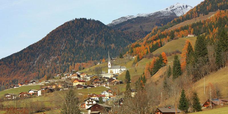 herfst in Oostenrijk uitzich op de bergen