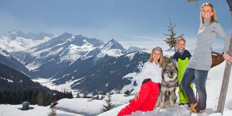 hond op wintersport